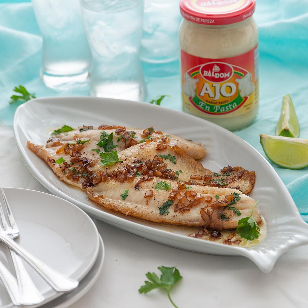 Tilapia con Salsa de Mantequilla, Ajo y Limón