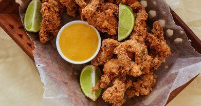 Nuggets de pollo con salsa de mostaza y miel