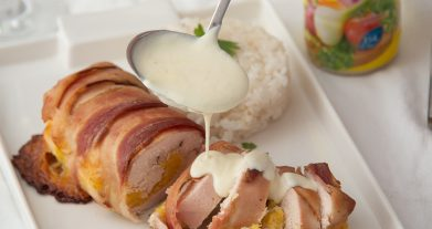 Pechuga de pollo rellena de jamón, queso y plátano maduro